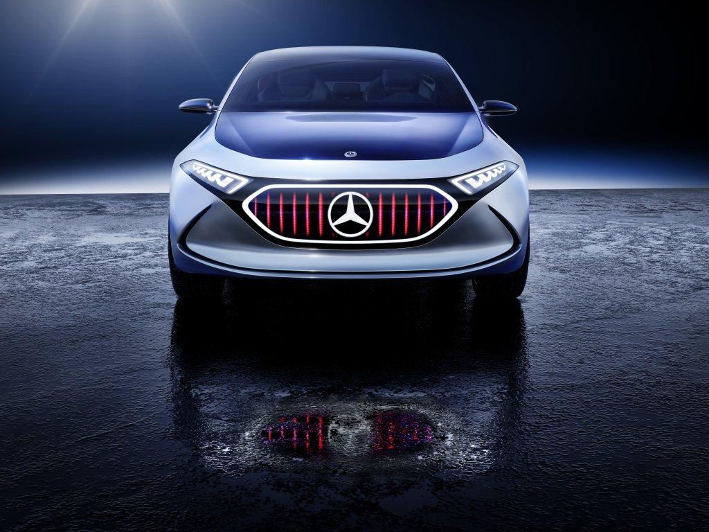外觀造型上,可以看出EQ A Concept將搭載LED頭燈組。 圖片來源:M.Benz