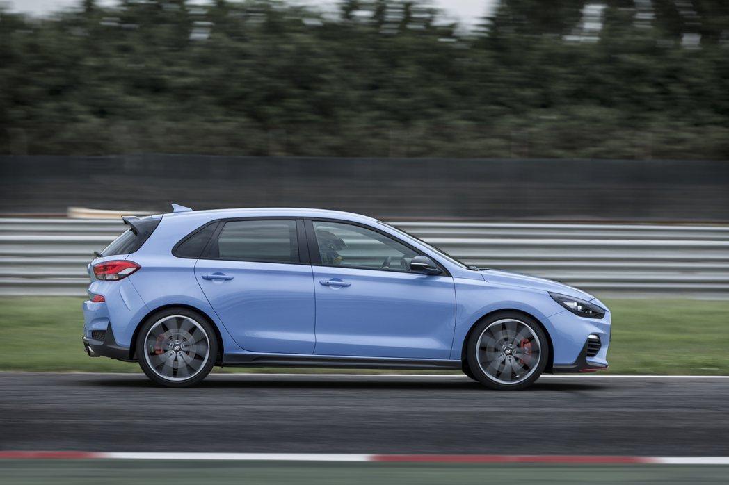 i30 N搭載2.0升渦輪增壓引擎,提供250hp、275hp兩種馬力設定。 圖...