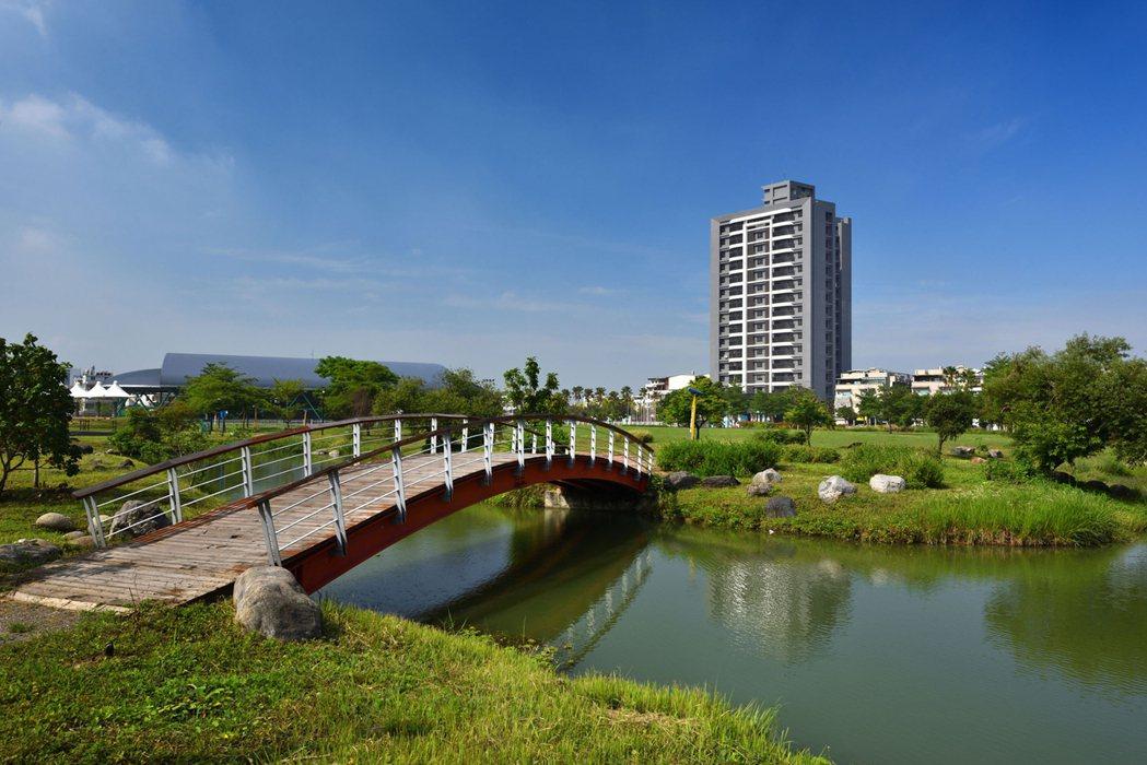 「HOKI」正對兩萬七千坪八卦公園。 圖片提供/安庭建設