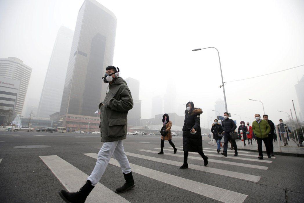 中��北京�F霾徽郑�民��Э谡直Wo呼吸道。路透
