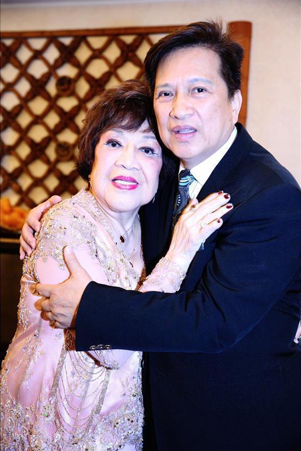 昔日神仙眷侶的周遊、李朝永夫妻,如今將對薄公堂。圖/摘自臉書