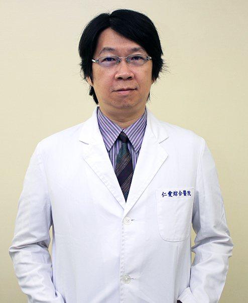 大里仁愛醫脊椎中心主任的陳盈佑。照片/摘自大里仁愛醫院網站