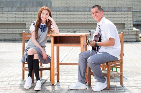 在微博擁有350萬粉絲的上海姑娘二珂,從主播跨界當歌手,來台推出首張國語專輯「帶著音樂去旅行」,要當cover歌曲動輒破千萬次點閱的實力,轉化為自己的唱片成績。二珂是微博上人氣直播主,大二起在直播間...