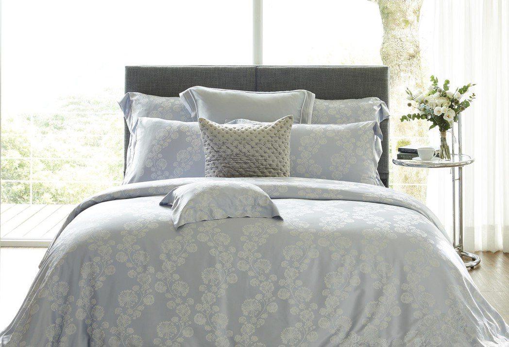 冰雪女神莫代爾緹花刺繡床組,售價9,980元。圖/東妮寢飾提供