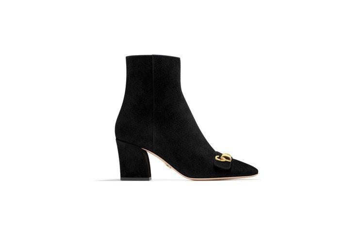 C'est Dior黑色麂皮短靴,售價39,000元。圖/Dior提供