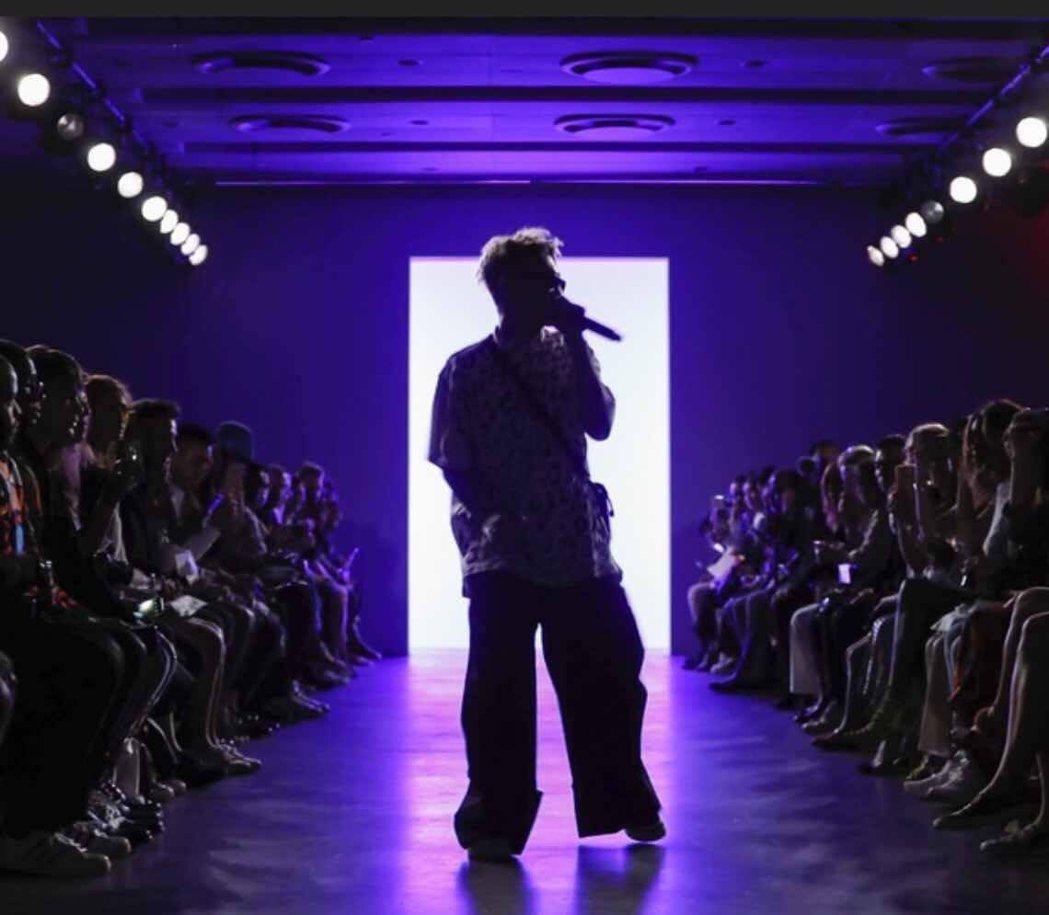 台灣饒舌歌手yz于耀智受邀在紐約時裝周演出。圖/GOLDEN LIFE提供