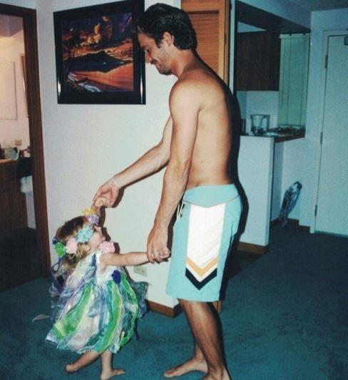 梅朵在保羅沃克冥誕當天曬出童年溫馨家庭照。圖/摘自IG