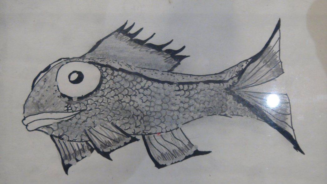 吳培瑋畫的魚有著密密麻麻的鱗片,筆觸精細,耐性過人。記者王昭月/攝影