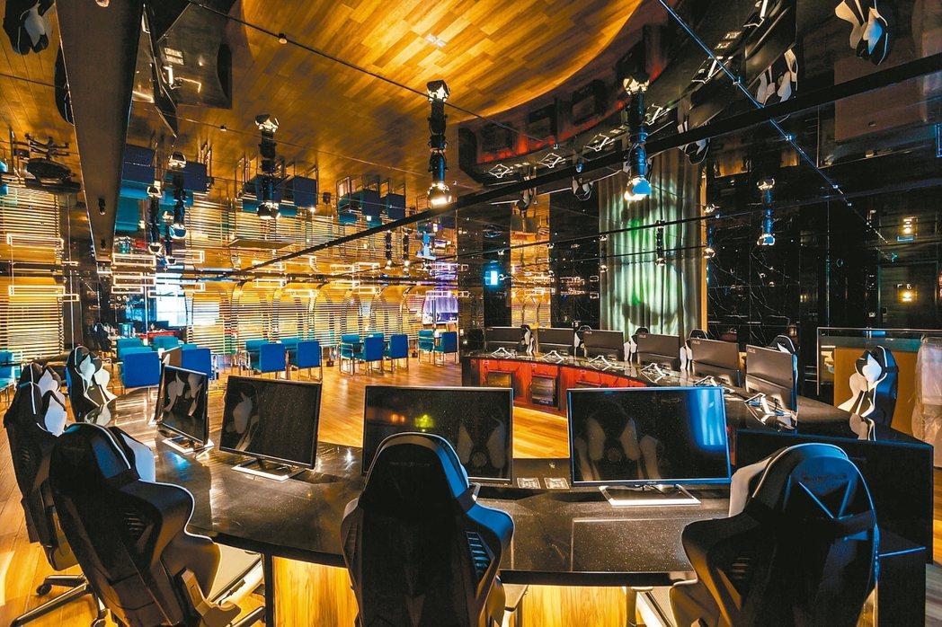 「i hotel」中壢旗艦的電競館可以直播6對6的競賽。 圖/168inn旅館集...