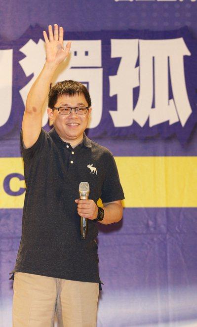 星宇航空創辦人張國煒昨晚以「迎向挑戰 無所畏懼」為題在師大演講,分享離開長榮的心...
