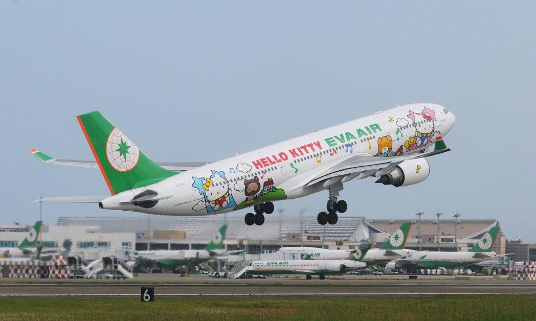 張國煒說,國際航空業有許多有趣的行銷方案,如唱歌、跳舞、彩繪、比基尼等,圖為長榮...