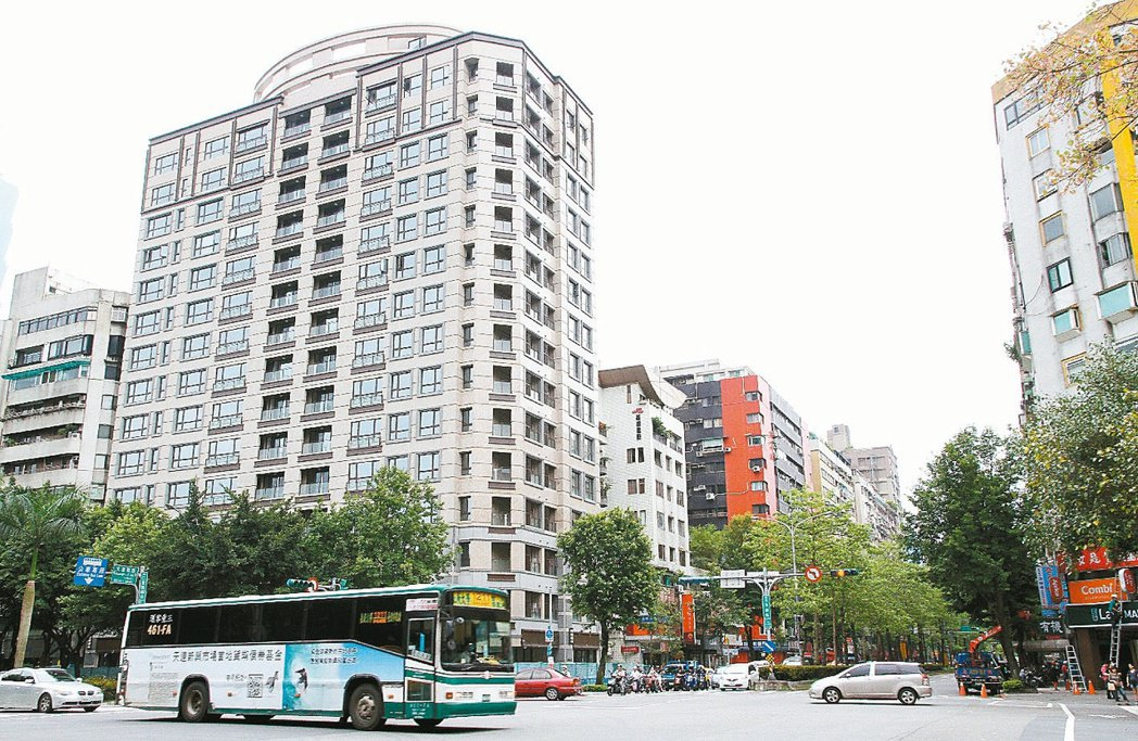 位於台北市的尚華仁愛大樓是自主都更的成功範例之一。 報系資料照