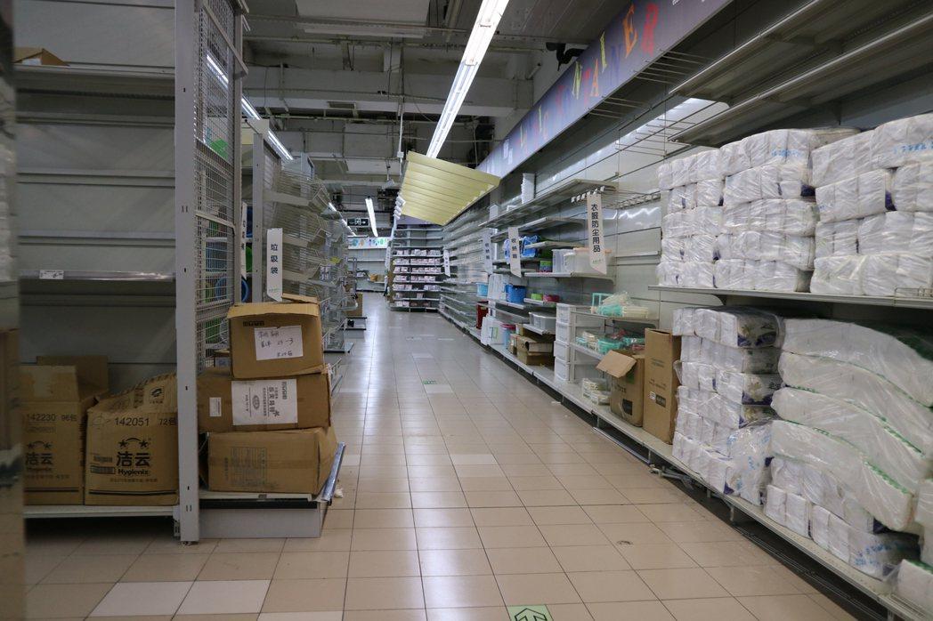 受薩德部署影響,蒙受巨大損失的中國大陸韓資企業樂天瑪特超市,決定對外出售。 中央...