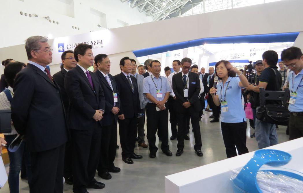 第一屆臺灣國際塑橡膠暨複材工業展(PLASCOM TAIWAN)13日盛大開展,...