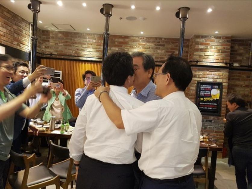 韓版「清德X龍介」 男男議員熱吻喊:永遠在一起