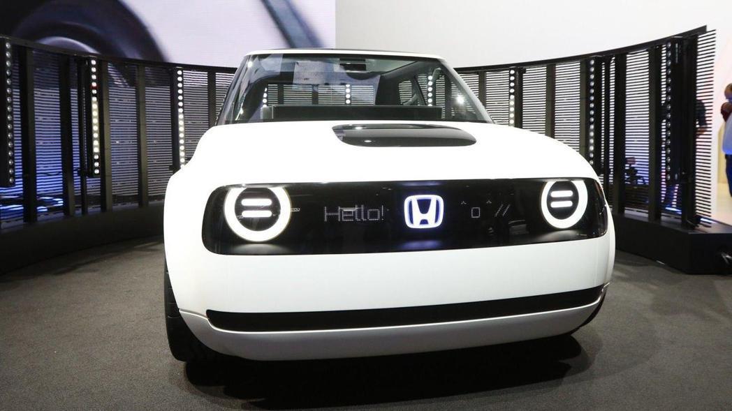 會跟你打招呼的Honda Urban EV Concept。 摘自Honda