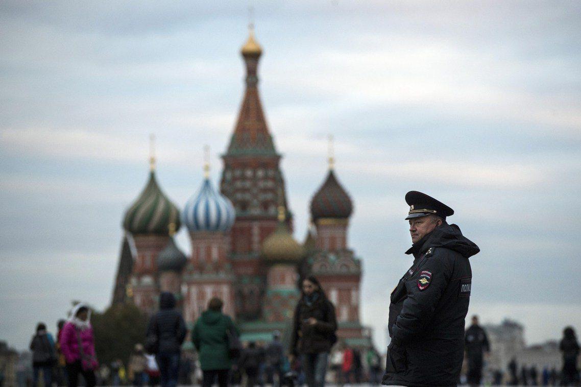 13日在俄羅斯首都莫斯科的商業大樓、車站、以及紅場等地,都陸續接獲宣稱炸彈被安置...