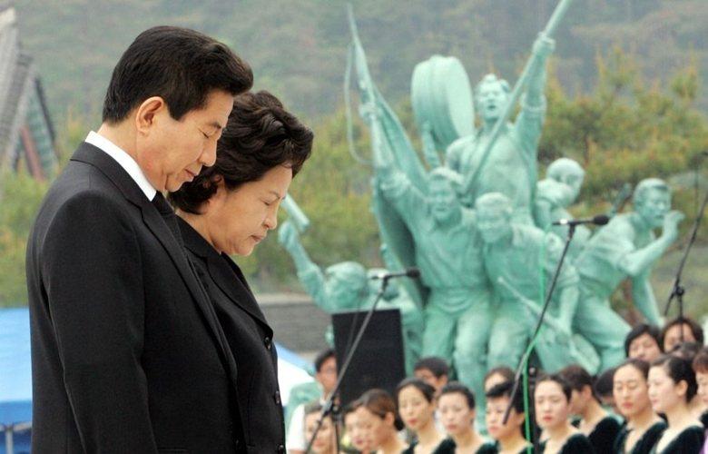 「5月18日民主化運動」過後,韓國政府給予犧牲者、被害者物質補償並恢復名譽,圖為參與518悼念的已故南韓前總統盧武鉉。  圖/美聯社