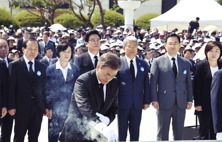 「5月18日民主化運動」使韓國國民正式認知了國民才是國家的主人,對韓國民主主義作出巨大貢獻。圖為參與光州紀念儀式的現任南韓總統文在寅。 圖/美聯社