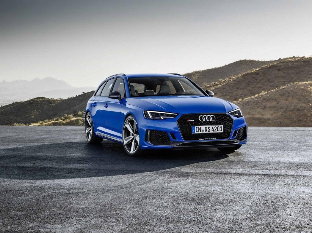 全新Audi RS 4 Avant 0~100km/h加速僅需4.1秒完成,極速高達250km/h,可選RS 動態套件,極速一舉攀升280km/h的最高境界 圖/台灣奧迪提供