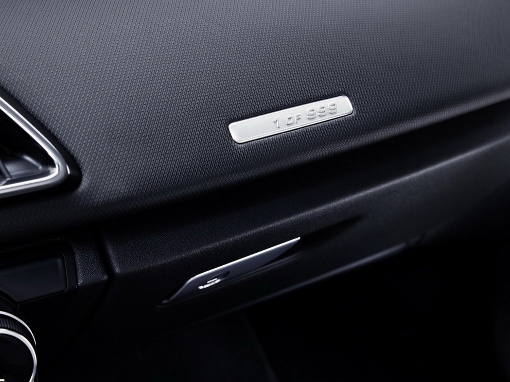 Audi R8 RWS的誕生是為了提供給純粹喜歡車輛操控駕馭的人,限量999輛,...