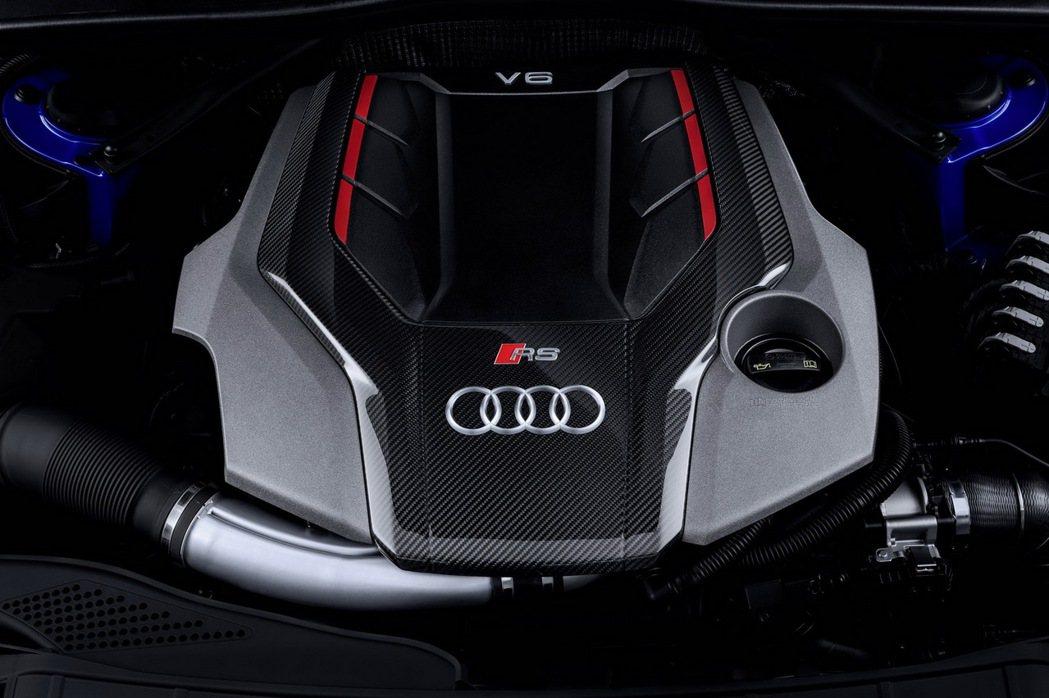 全新Audi RS 4 Avant搭載一具2.9升V6 biturbo TFSI引擎,可輸出450hp最大馬力,最大扭力高達600Nm,並在1900~5000rpm轉速區域範圍形成輸出高原帶。 圖/台灣奧迪提供