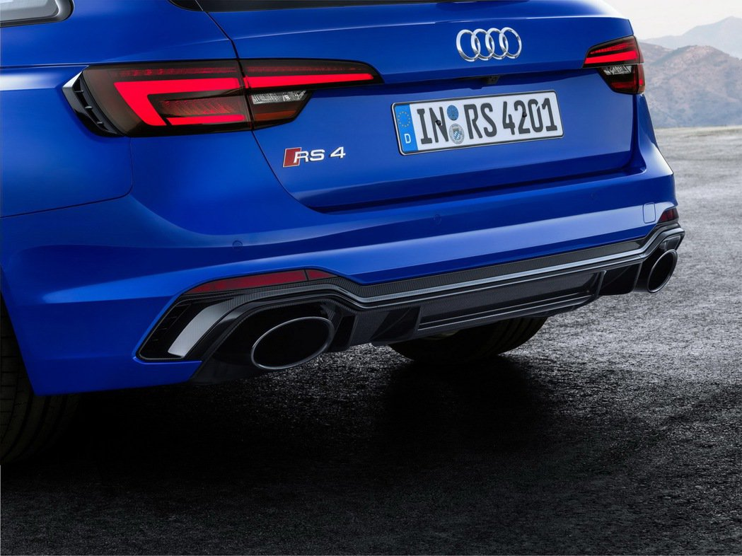 RS 4 Avant車身外融合Audi quattro經典獨有的外擴輪拱弧線。 圖/台灣奧迪提供