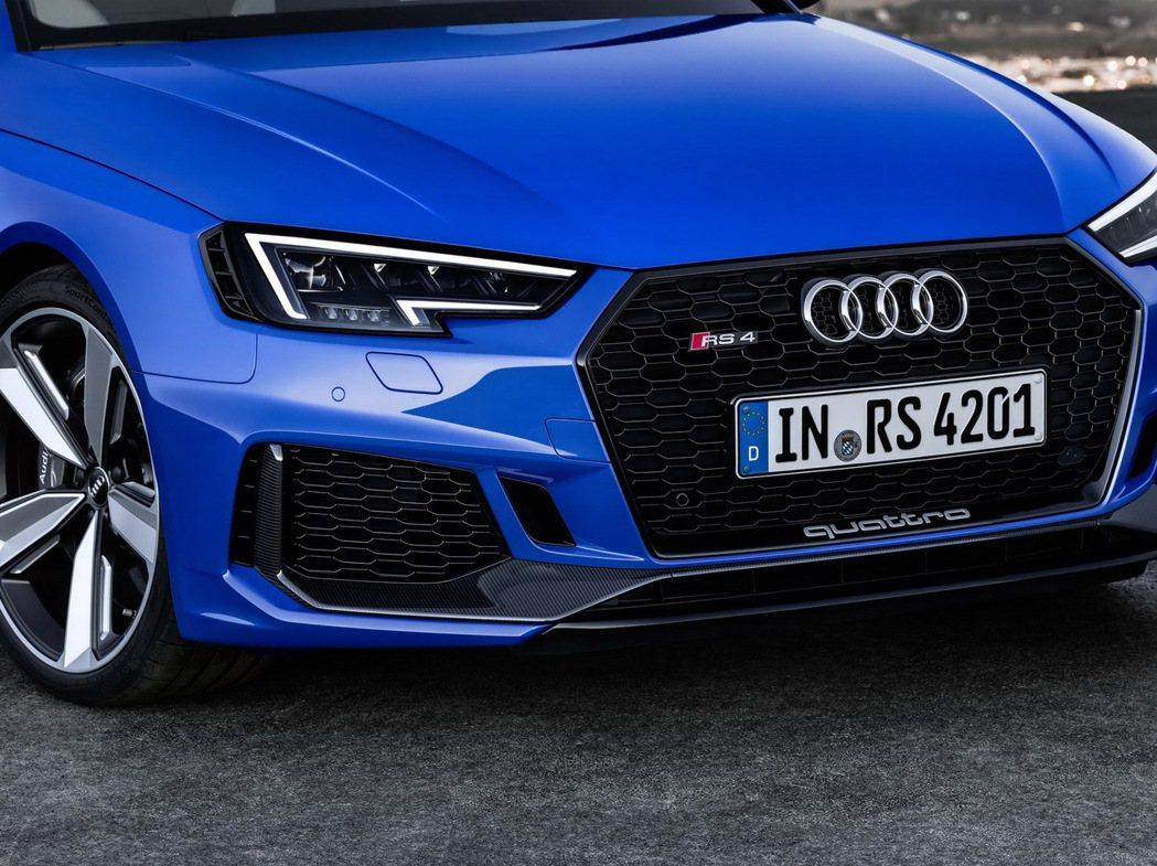 RS 4 Avant往外加寬3cm之多,展現全新RS 4 Avant獨特而專屬的禮遇。 圖/台灣奧迪提供