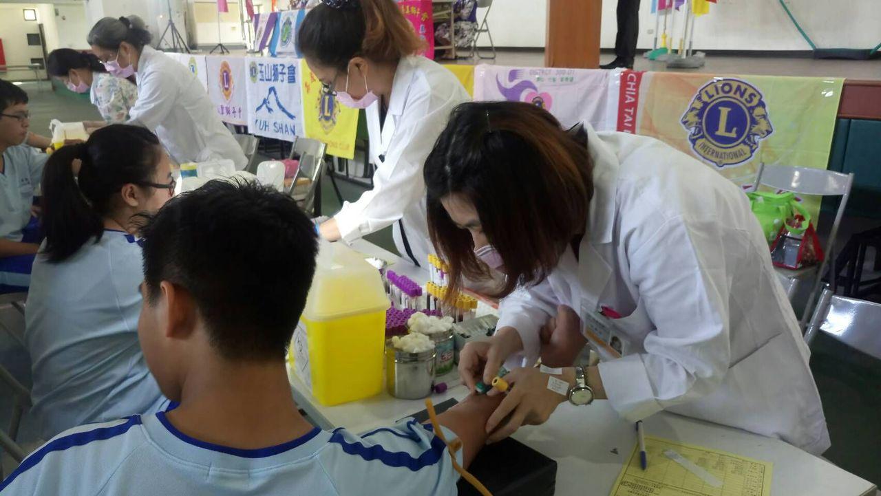 獅友獻愛 華南商職高一生做血癌篩檢