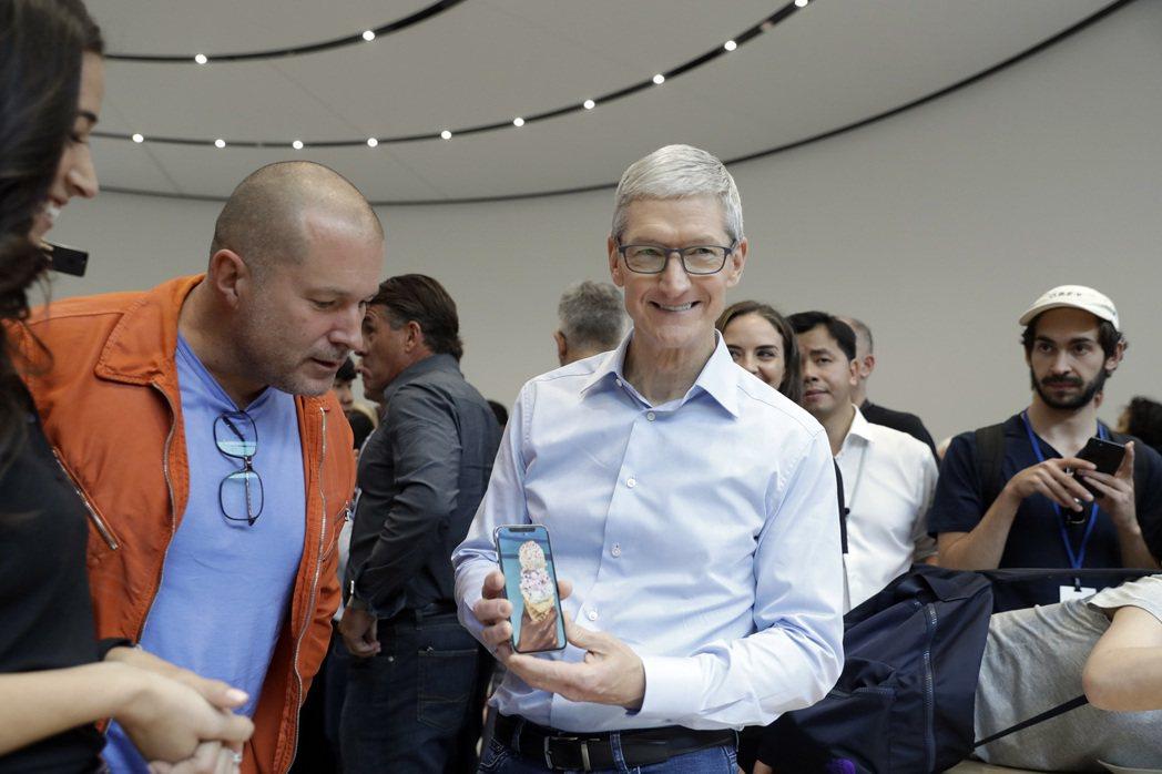 美股未被蘋果股價下挫捉後腿,三大指數同創新高。(美聯社)