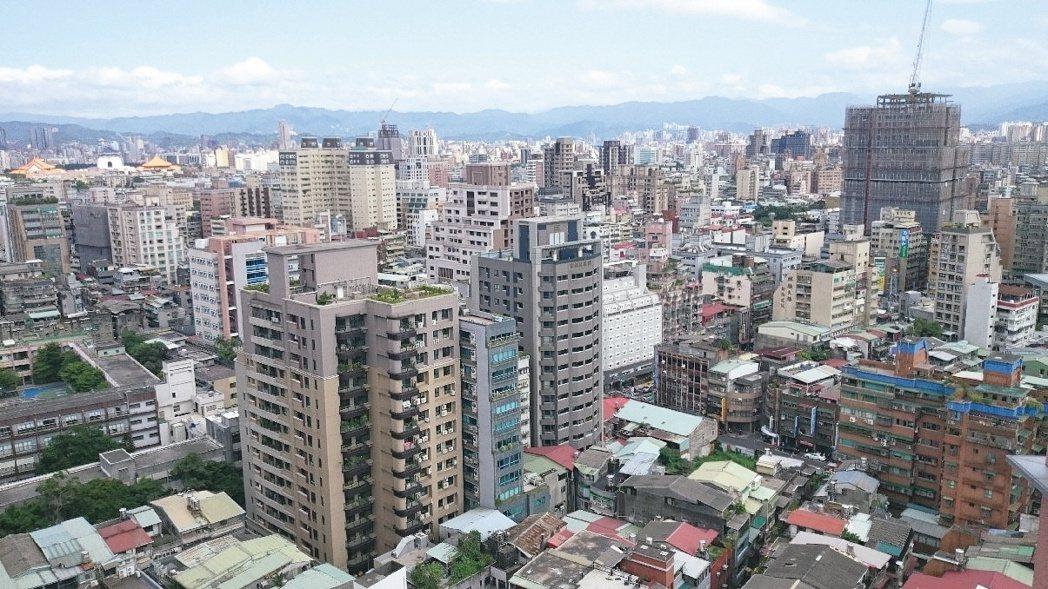 北市地政局分析最近一期實價登錄量價動態及住宅價格指數,今年8月建物買賣登記件數及...