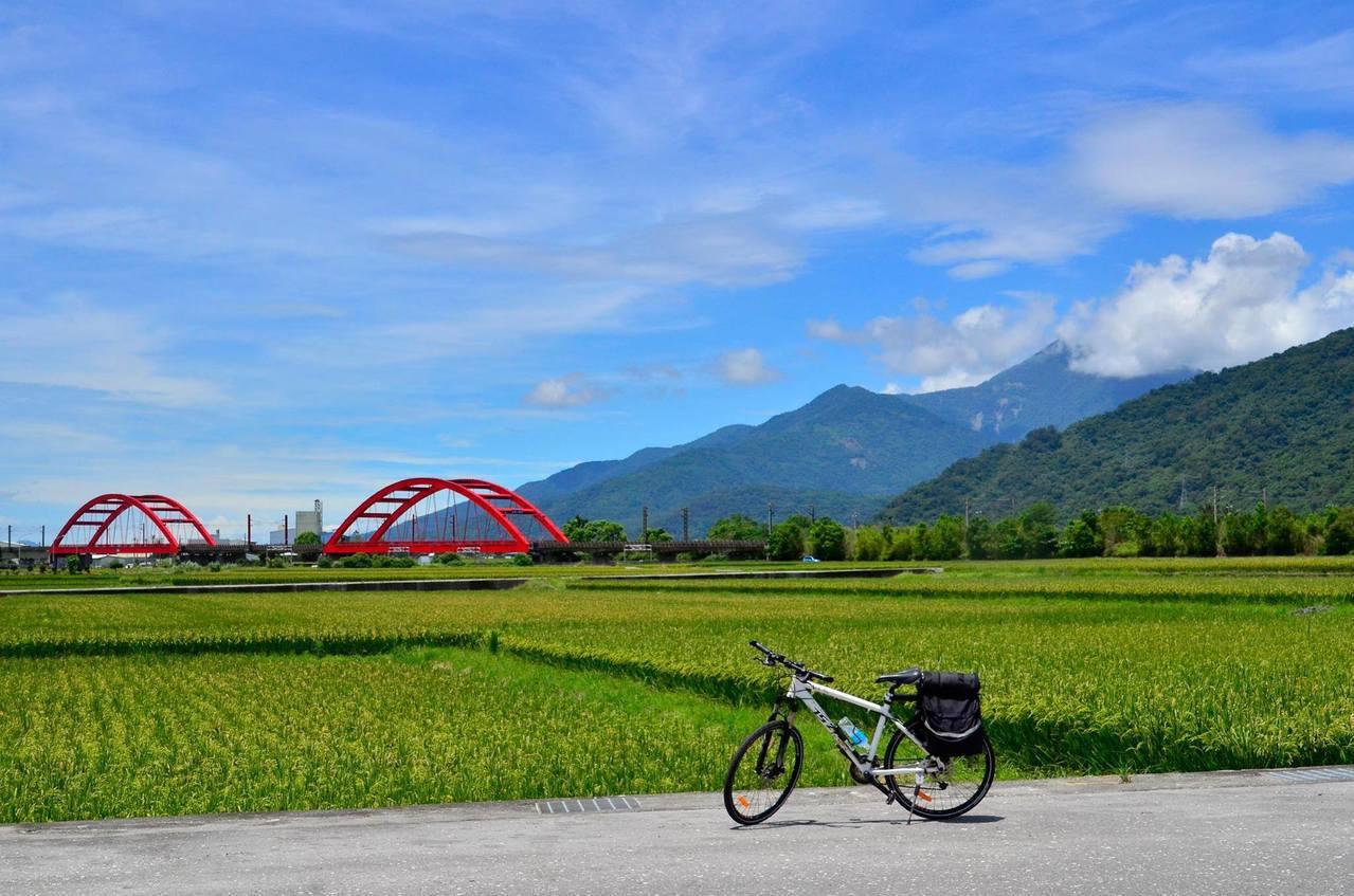 花東縱谷地形平坦,非常適合自行車深度旅遊。圖/取自花東縱谷國家管理處粉絲頁
