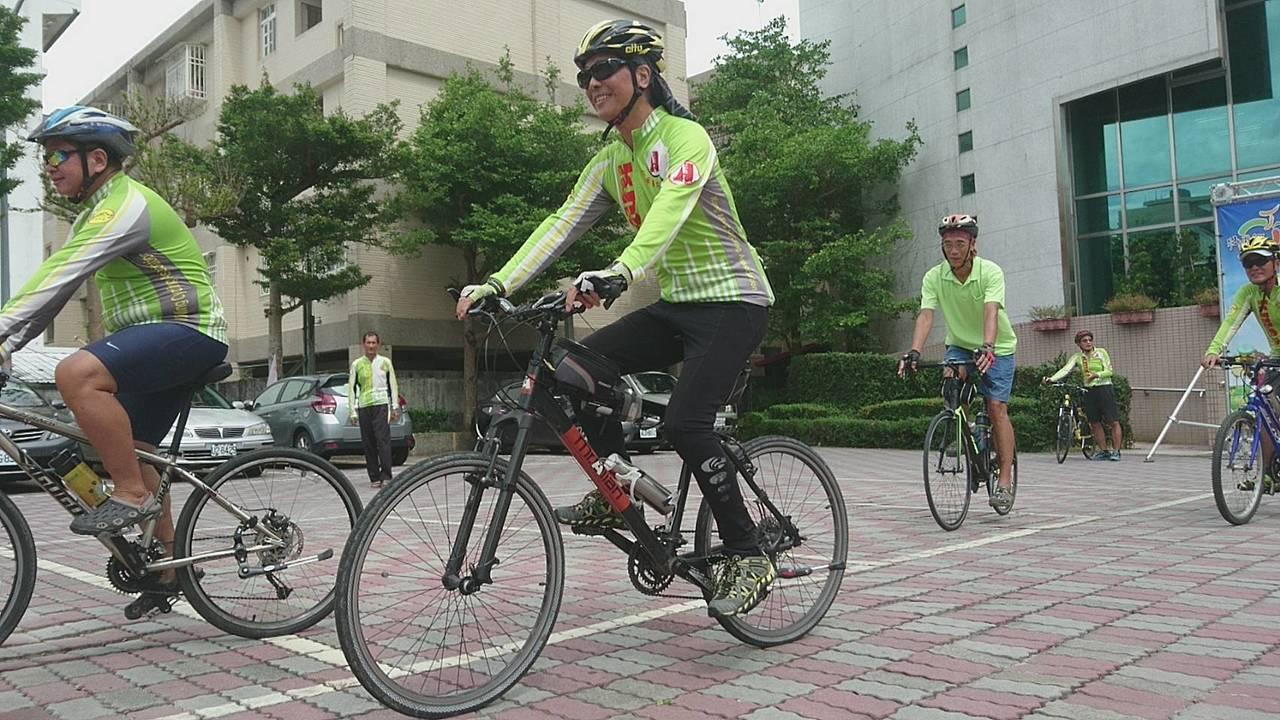 秋遊宜蘭 騎自行車到壯圍環濱海