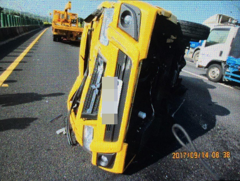瑪利亞基金會專車爆胎翻車 7人受傷送醫