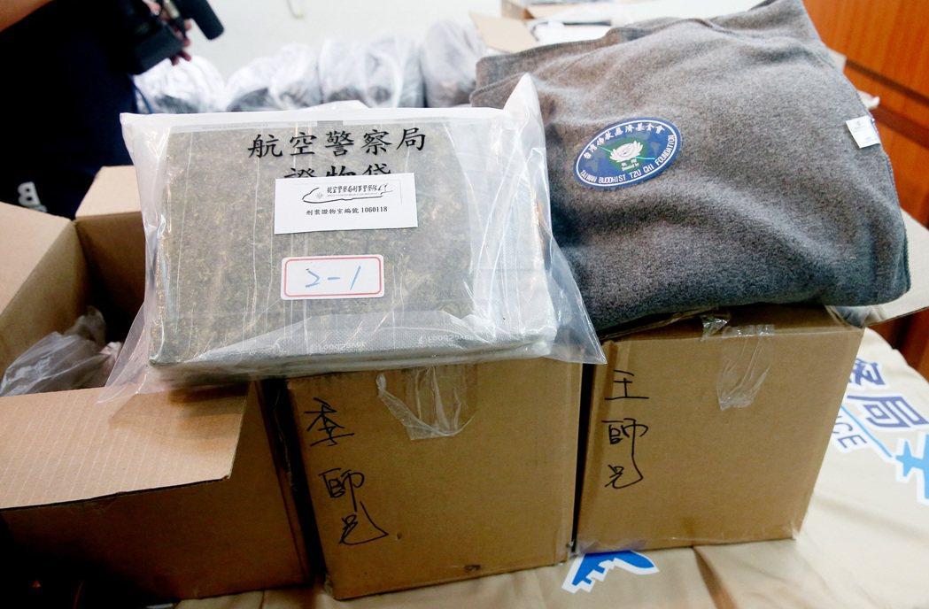 毒梟從美國空運慈善團體救災毛毯回台,卻夾藏6公斤餘大麻企圖闖關,被航警局與台北關...