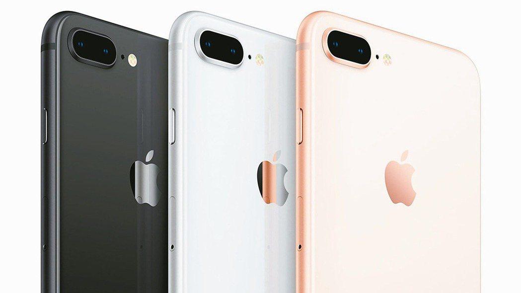 蘋果12日發表最新iPhone,也代表全球各國電信商將掀起一波價格戰,以美國消費...