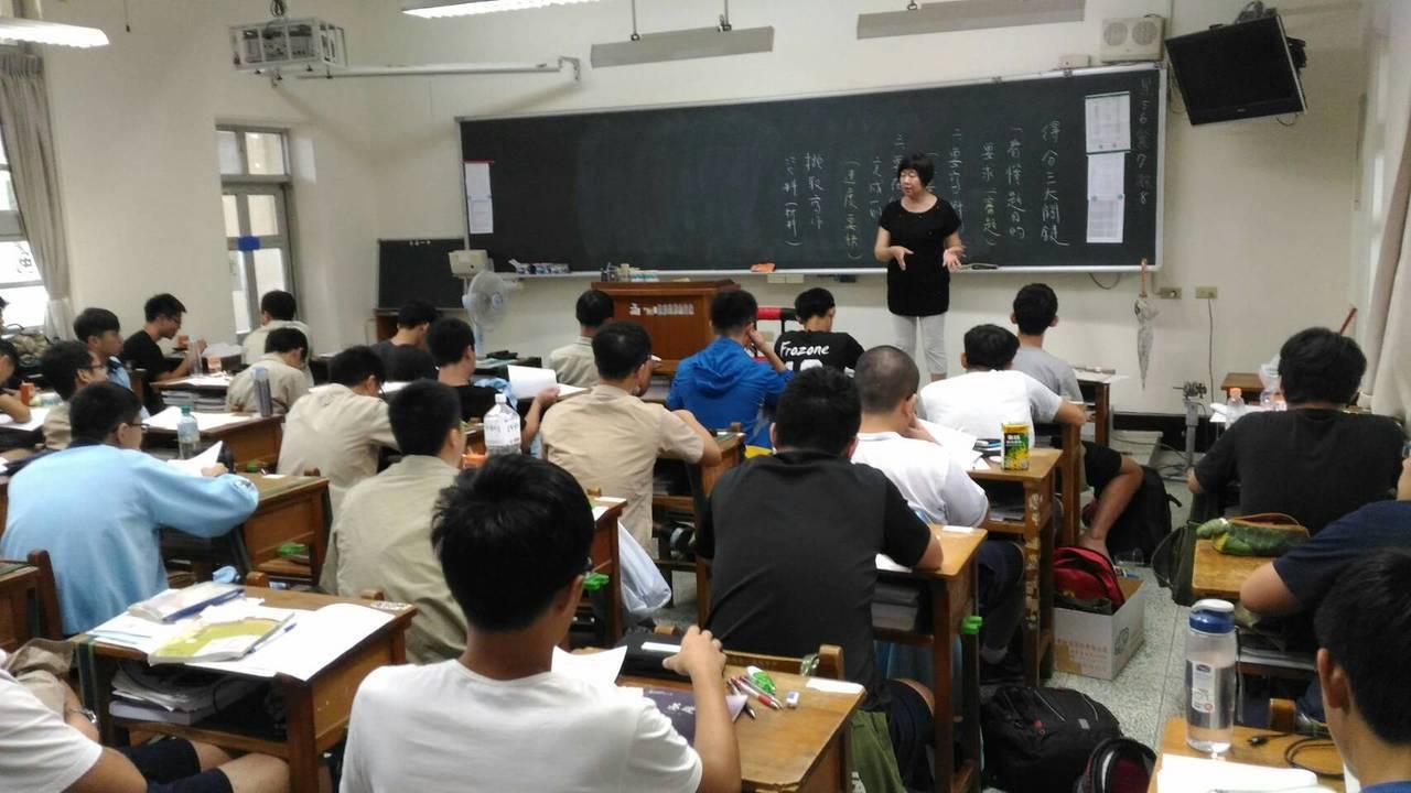 明星高中降低班級人數,對招生不佳的學校卻是另種平衡。記者鄭惠仁/攝影