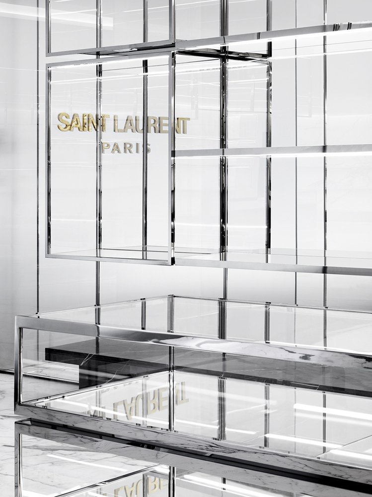 Saint Laurent台中新光三越專賣店裝潢以極簡主義的雅緻與經典的裝置藝術...
