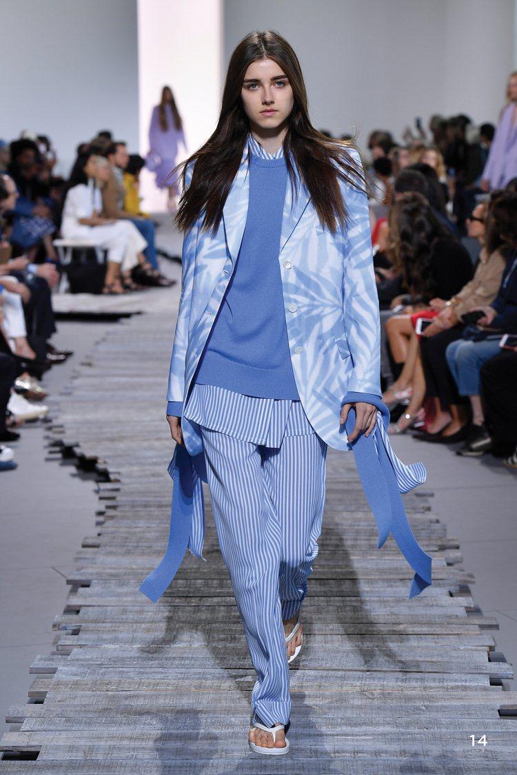 時髦隨性的春裝,以多層次穿搭表現飄逸輕盈。圖/MICHAEL KORS提供