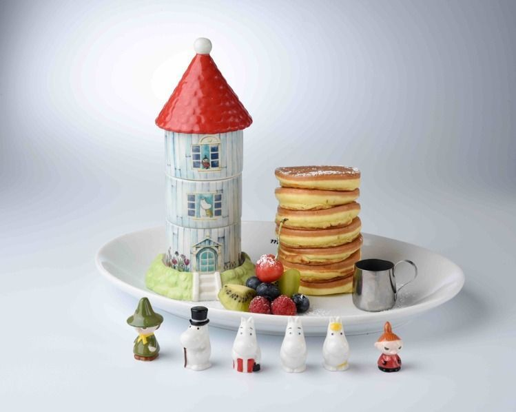招牌鬆餅餐會有8隻瓷器公仔當做擺飾,用完餐可以帶1隻回家。圖/Moomin Ca...