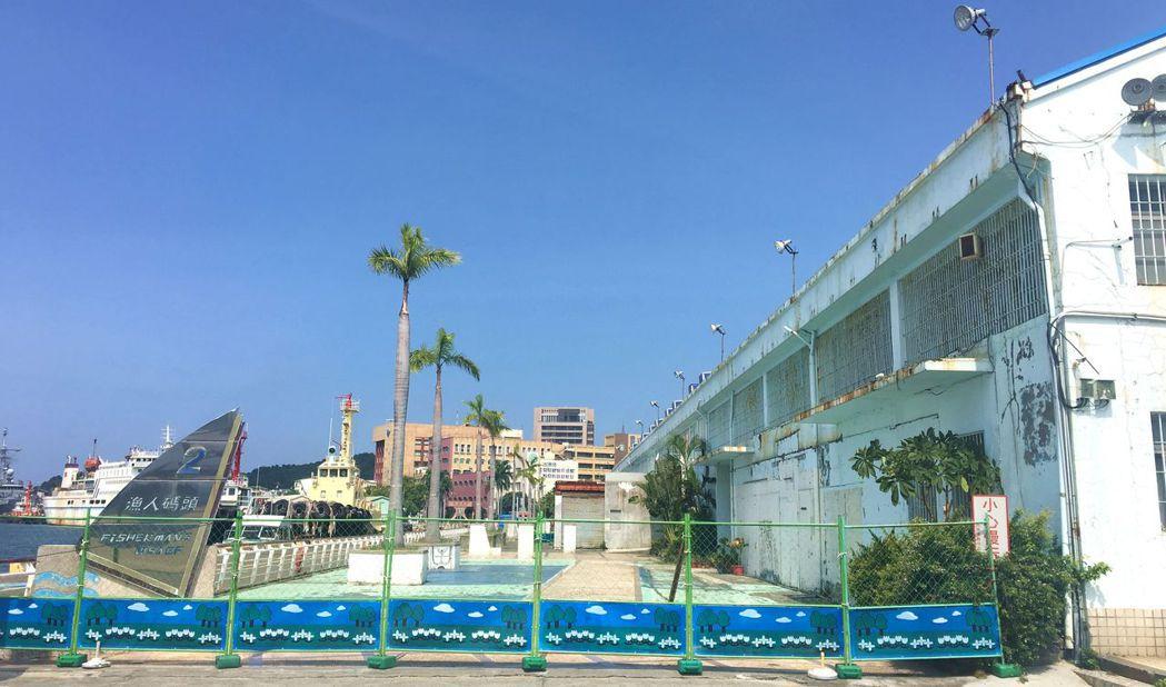 台灣港務公司位在漁人碼頭旁的棧庫被喻為海景第一排,將全部拆除,整個基地要朝觀光休...