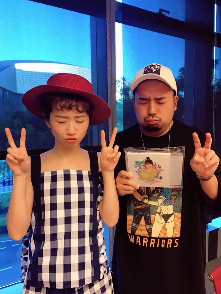 Lulu(左)與男友阿達。圖/摘自臉書