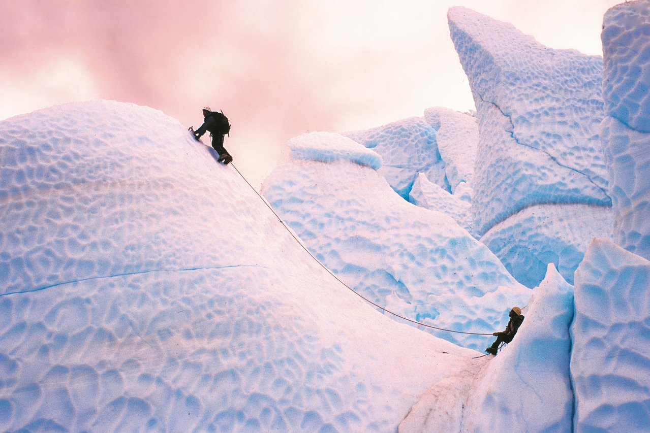 瑪塔努斯卡(Matanuska)冰川上的奇特冰攀地形,美國阿拉斯加。 易思婷/攝...