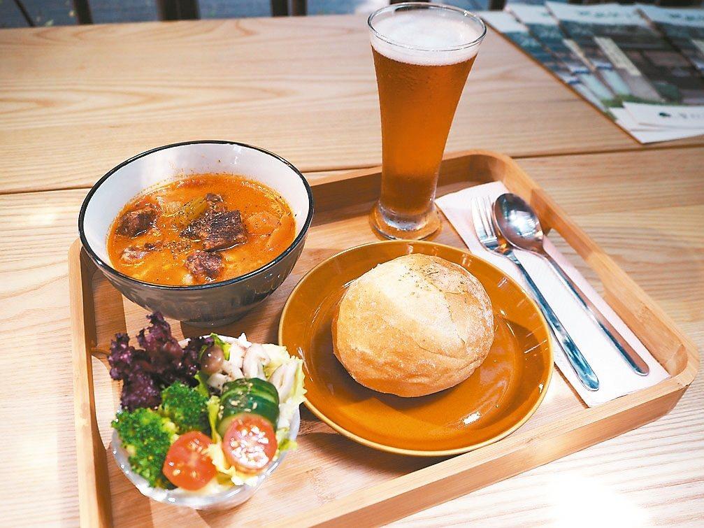日常散文湯定食 以季節食材燉湯。 記者喻文玟/攝影