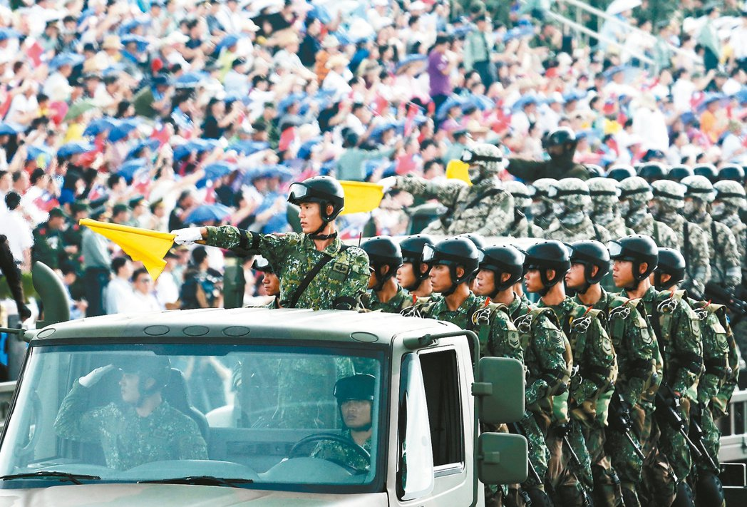 全募兵制將上路,國軍人數卻恐跌破維持有效戰力的人數底限。圖為國軍「漢光31號演習...