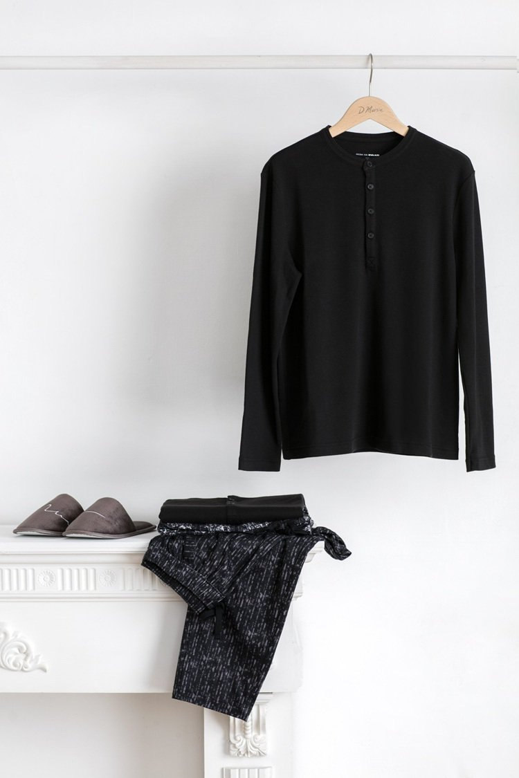 APUJAN將時裝設計元素融入休閒舒適的機上服中。攝影/王愷云 圖/APUJAN...