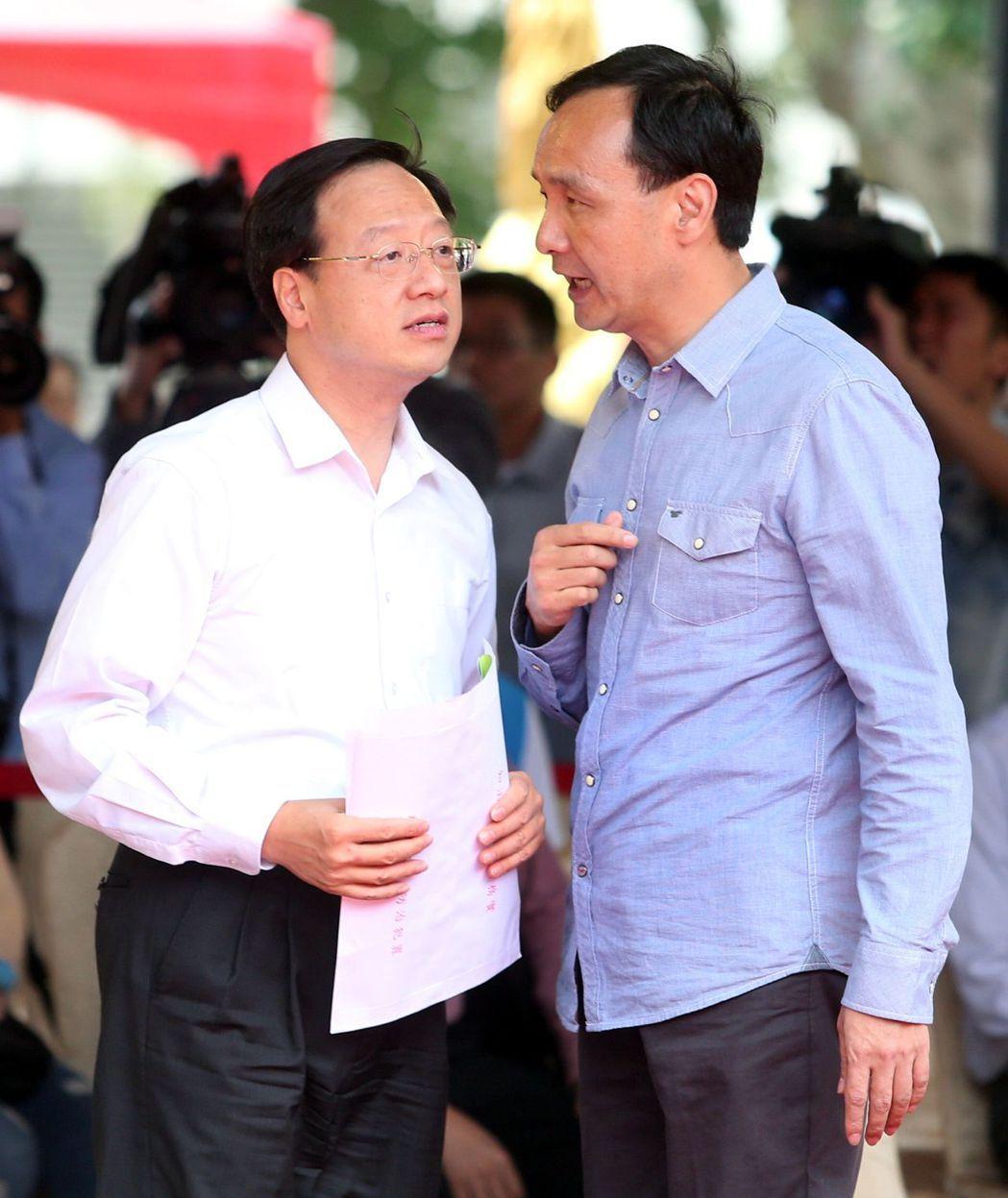 行政院長江宜樺(左)、新北市長朱立倫(右)是建國中學同班同學。 報系資料照