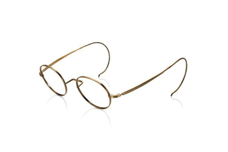 20年代繩手眼鏡,鏡腳用金屬勾掛在耳朵上,其實是為了在騎馬時,讓眼鏡不容易掉下來...
