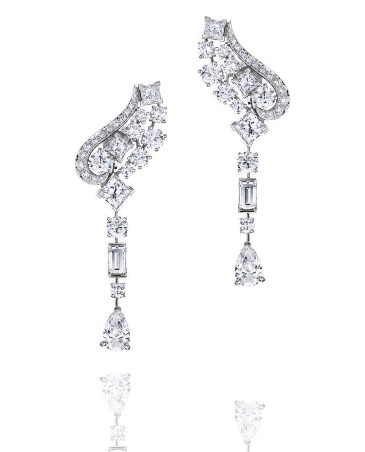 凱特溫絲蕾配戴的De Beers Phenomena Glacier鑽石耳環。圖...