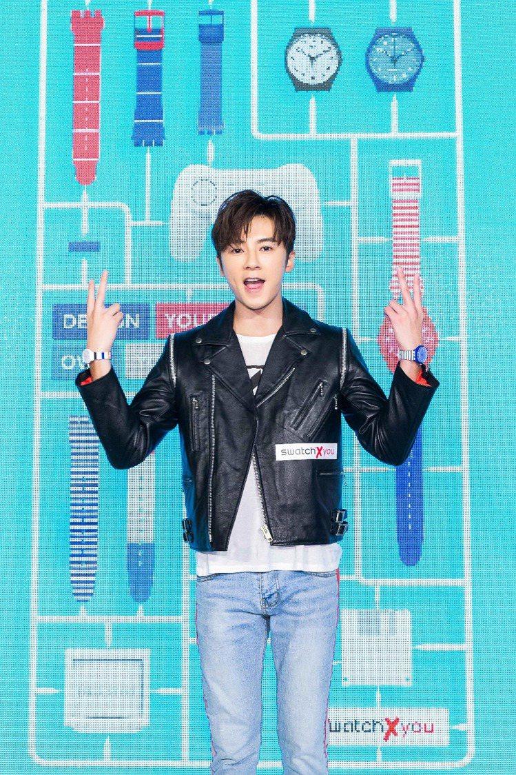 為Swatch訂製活動的李國毅化身成為繞舌歌手,一出場就唱跳自己創作的歌詞。圖/...